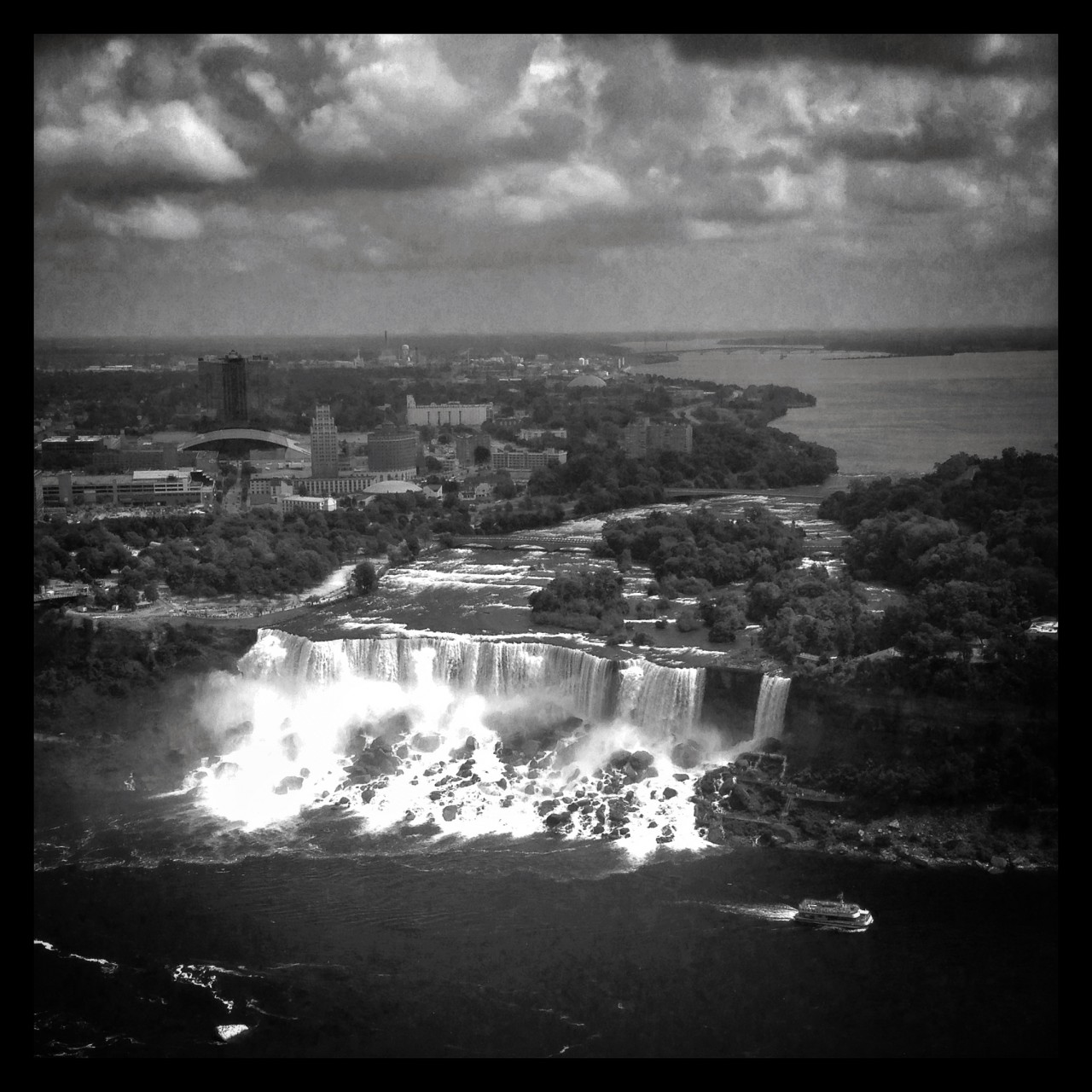 Black and white of Niagara Falls, Canada